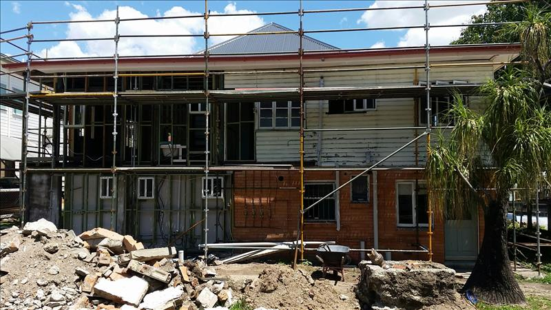 DIALING UP THE RIGHT TEAM FOR BRISBANE RENOVATIONS AND CUSTOM DESIGNED NEW HOMES